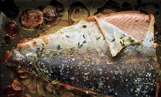 Baked salmon with thyme and th