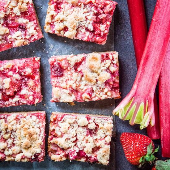 Strawberry-Rhubarb Crumble Bar