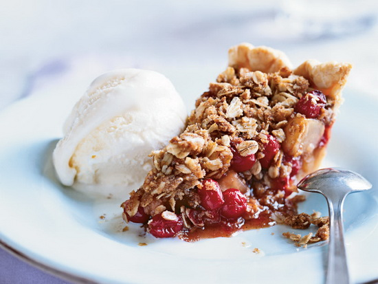 Pear-Cranberry Pie with Oatmea