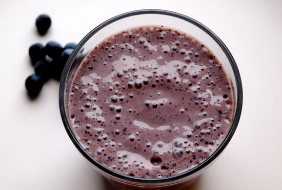Almond and Blueberry Smoothie